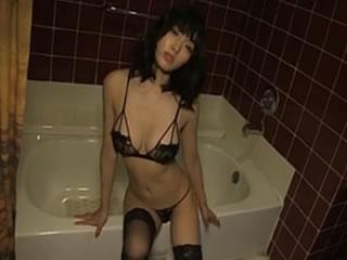 日本��真女王裸臀性感 18