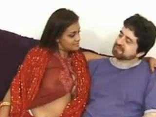 丰满的印度妻子口交舔