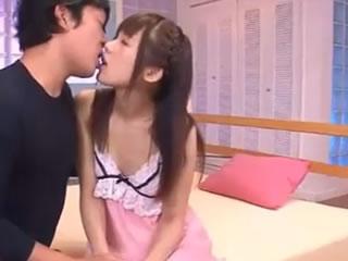 �u��魅力女孩接吻