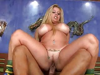 当巴西的一位大胸胖女人猥亵时