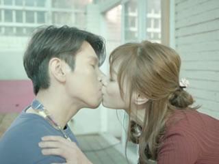 与韩国同事亲吻和爱情