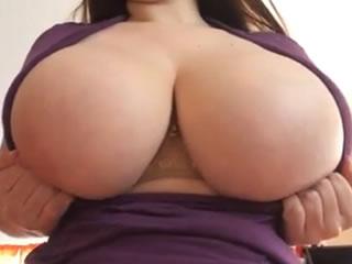 �z查她的巨乳