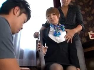 美丽的日本客舱服务员