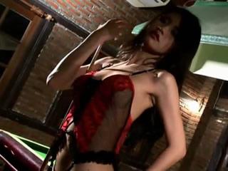 马尼拉模型Christy Kee打台球性感照片