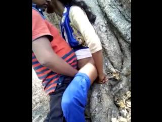 印度恋人在公共场合发生性行为