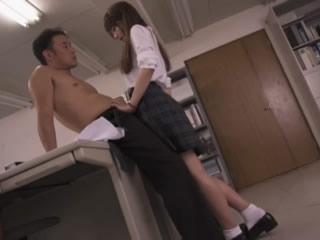 Aizawa Nan教室和男老师做爱