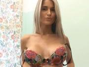 Nessa Sexy Striptease
