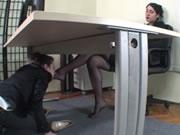 辦公室女同舔黑絲美腿