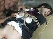 日本少女捆綁掙扎同輪姦中出