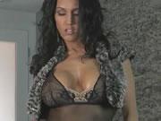 加拿大印度美女展現她魔鬼身材