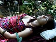 澳大利亞少女在優美的樹林裡自慰潮吹