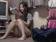 アジアの女の子は、彼女のニャンニャン指