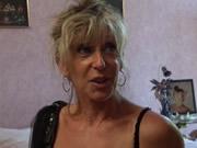 法國成熟的金髮碧眼的老女人