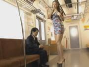 美乳美脚 桐原エリカ つ地下鉄誘うの短い男