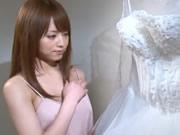 被新郎背叛之賣身新娘吉澤明步
